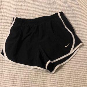 Girls Nike black/white tempo running shorts
